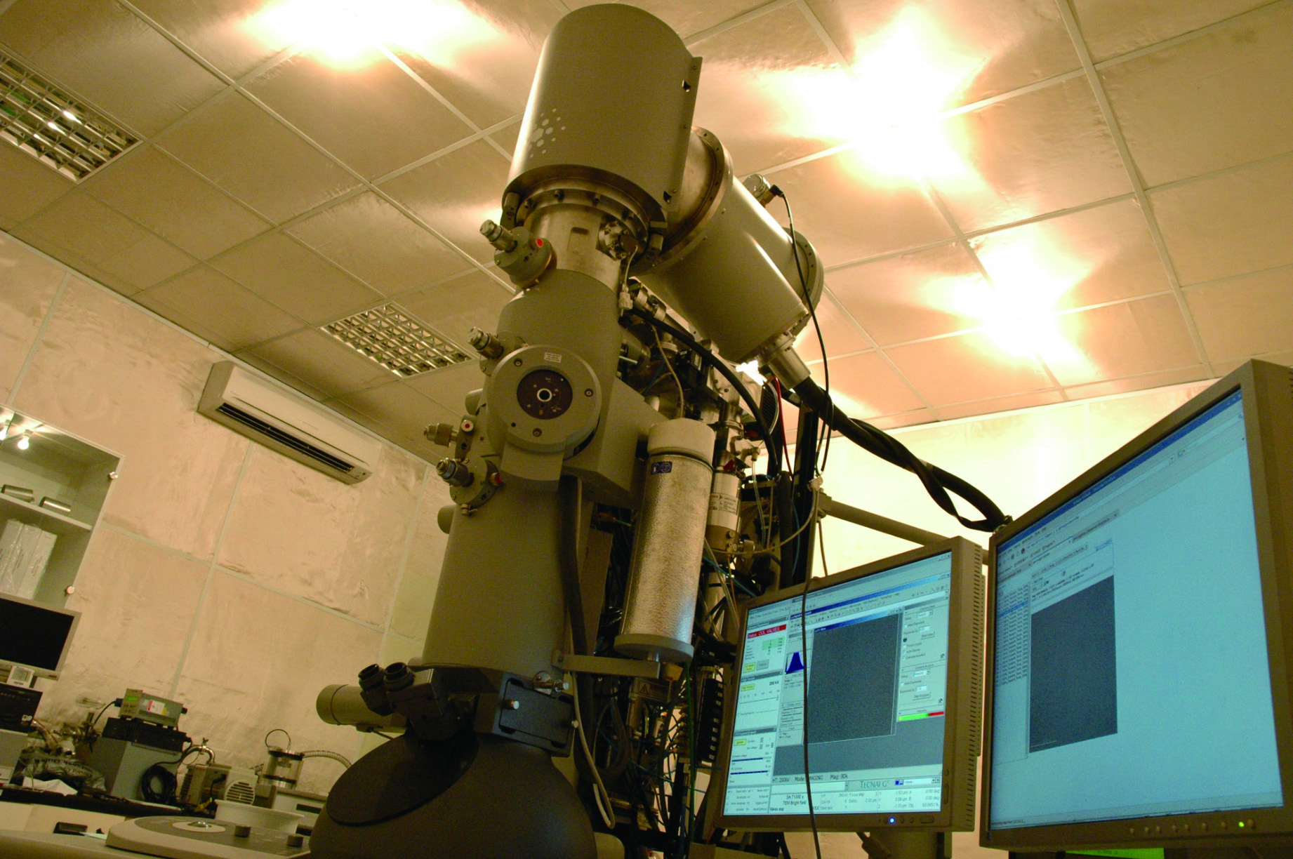 Electron Microscope Imaging Core Photo 01
